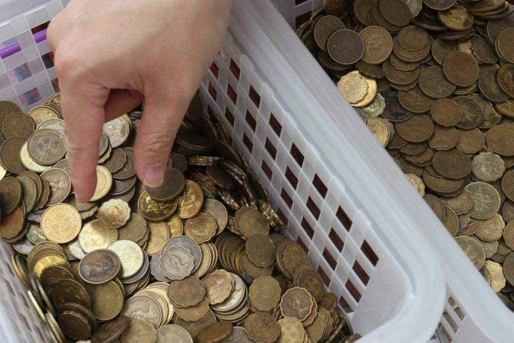 """Man Fined After Throwing """"LUCKY Coins"""" into The Plane"""