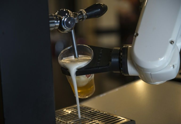 SPANISH Bar Serves Up Contact-free Beer