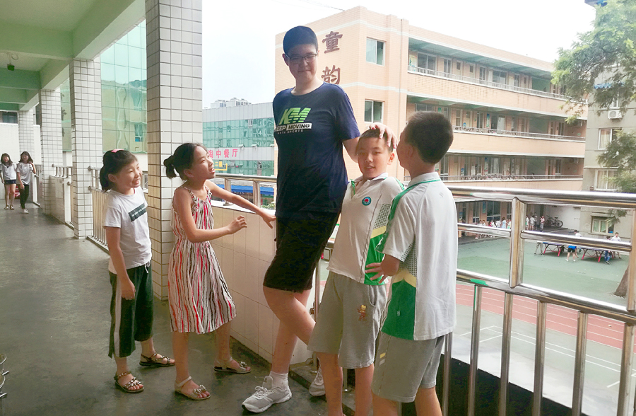 Meet the World's TALLEST Male Teenager According to GUINNESS