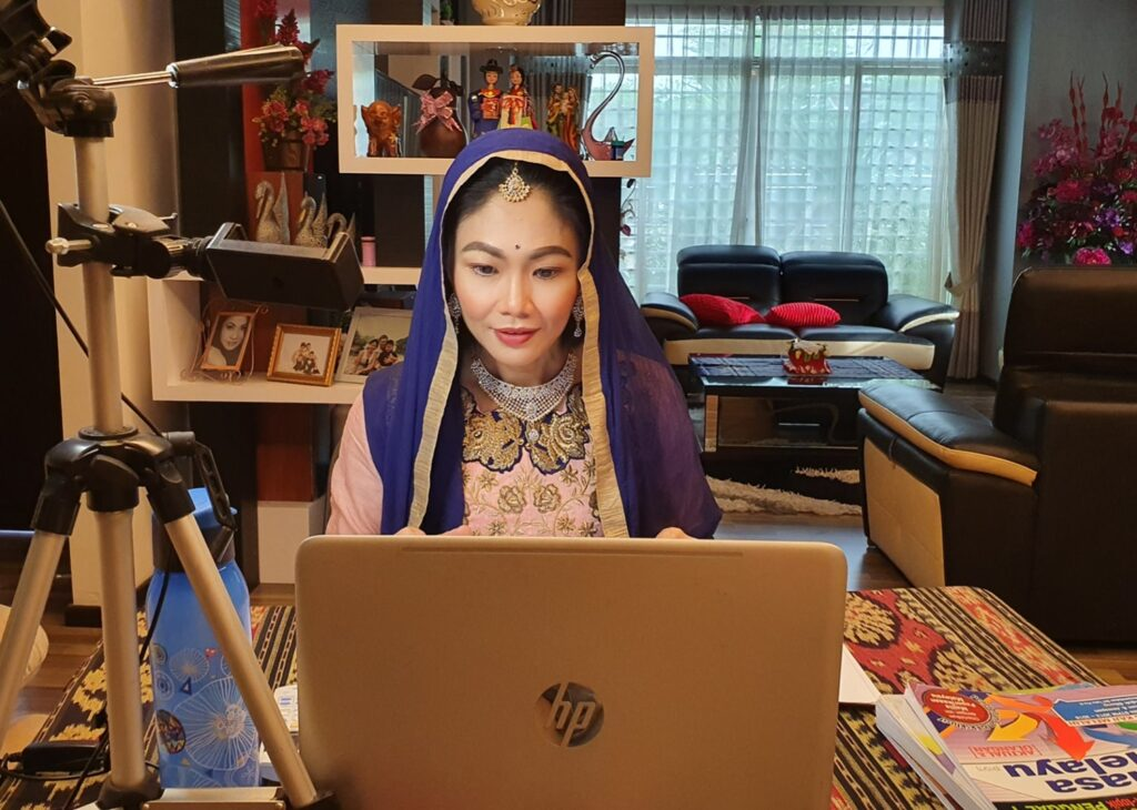Teacher Conducts ONLINE CLASSES While Dressing Up in Traditional Costumes