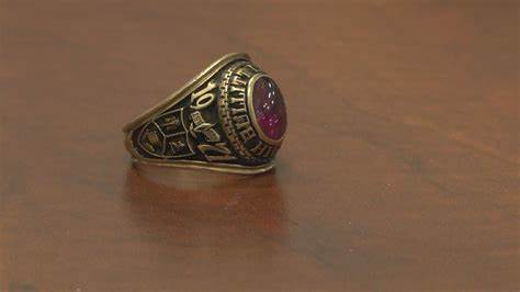 Class RING Lost 40 Years Ago Found Using Metal Detector