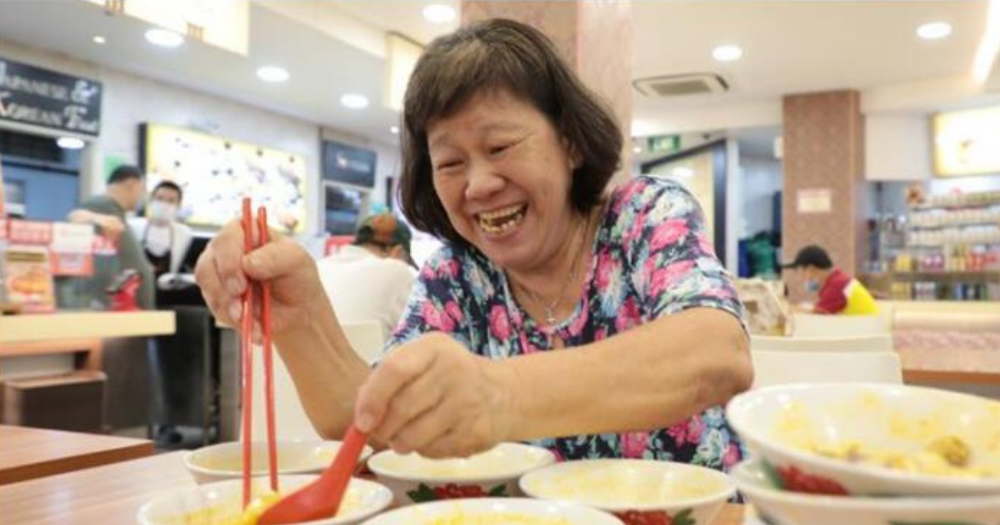 Woman Eats 10 BOWLS OF CURRY NOODLES Before the Start of DINE-IN BAN